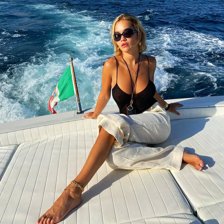 Rita Ora Sexy Boobs On A Voat