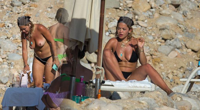 Rita Ora – Beautiful Naked Boobs in Topless Paparazzi Pictures from the beach in Ibiza (NSFW) (HQ Full Set)