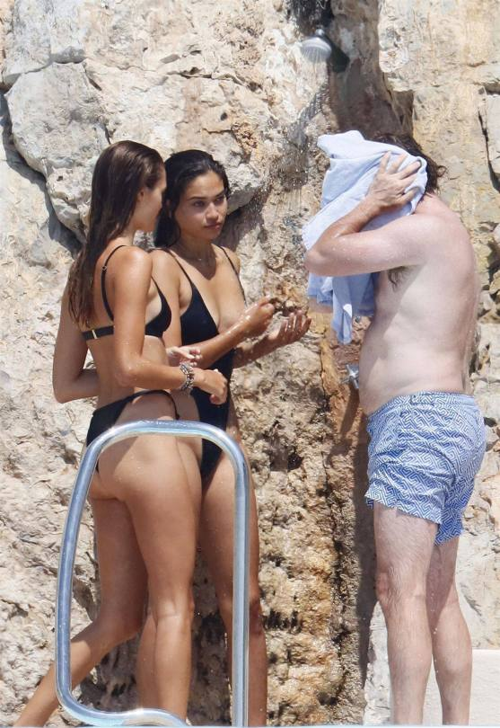 Shanina Shaik Sexy Ass In Swimsuit