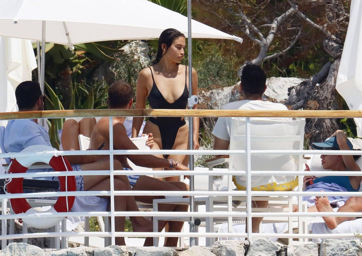Shanina Shaik Sexy Ass In Swimsuit | Hot Celebs Home