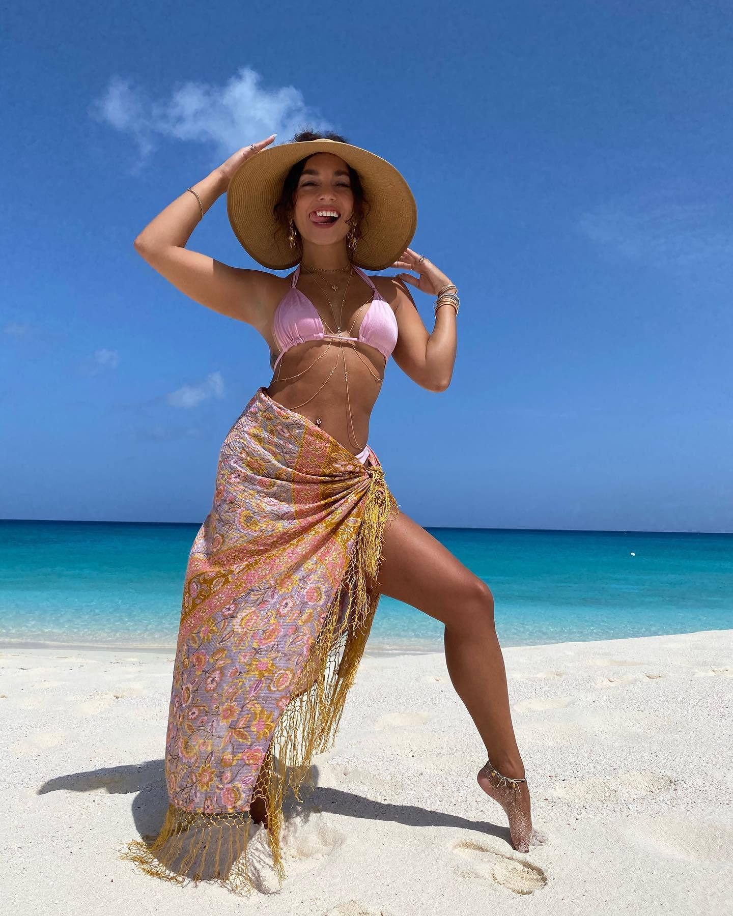 Vanessa Hudgens Sexy In Bikini