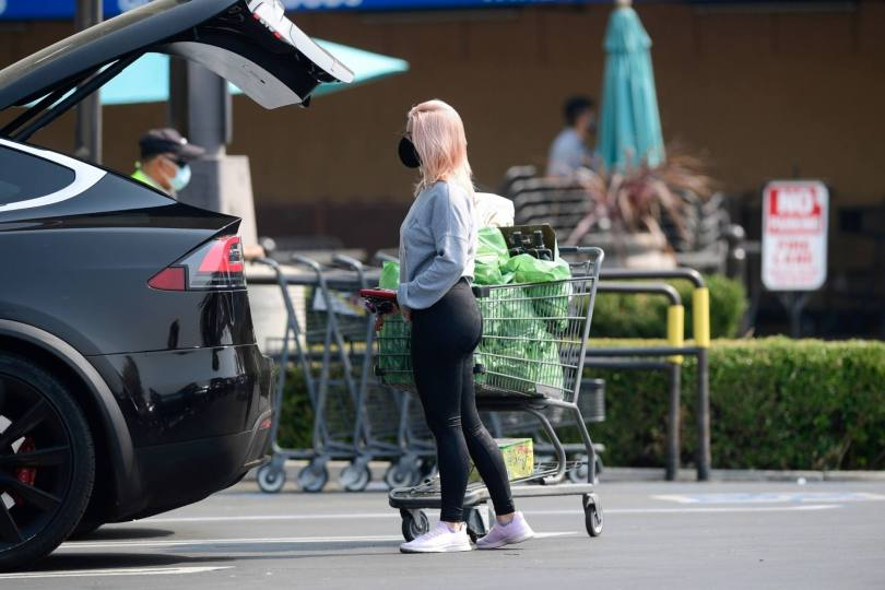 Ariel Winter - Sexy Ass in Tight Black Leggings Out in Los Angeles