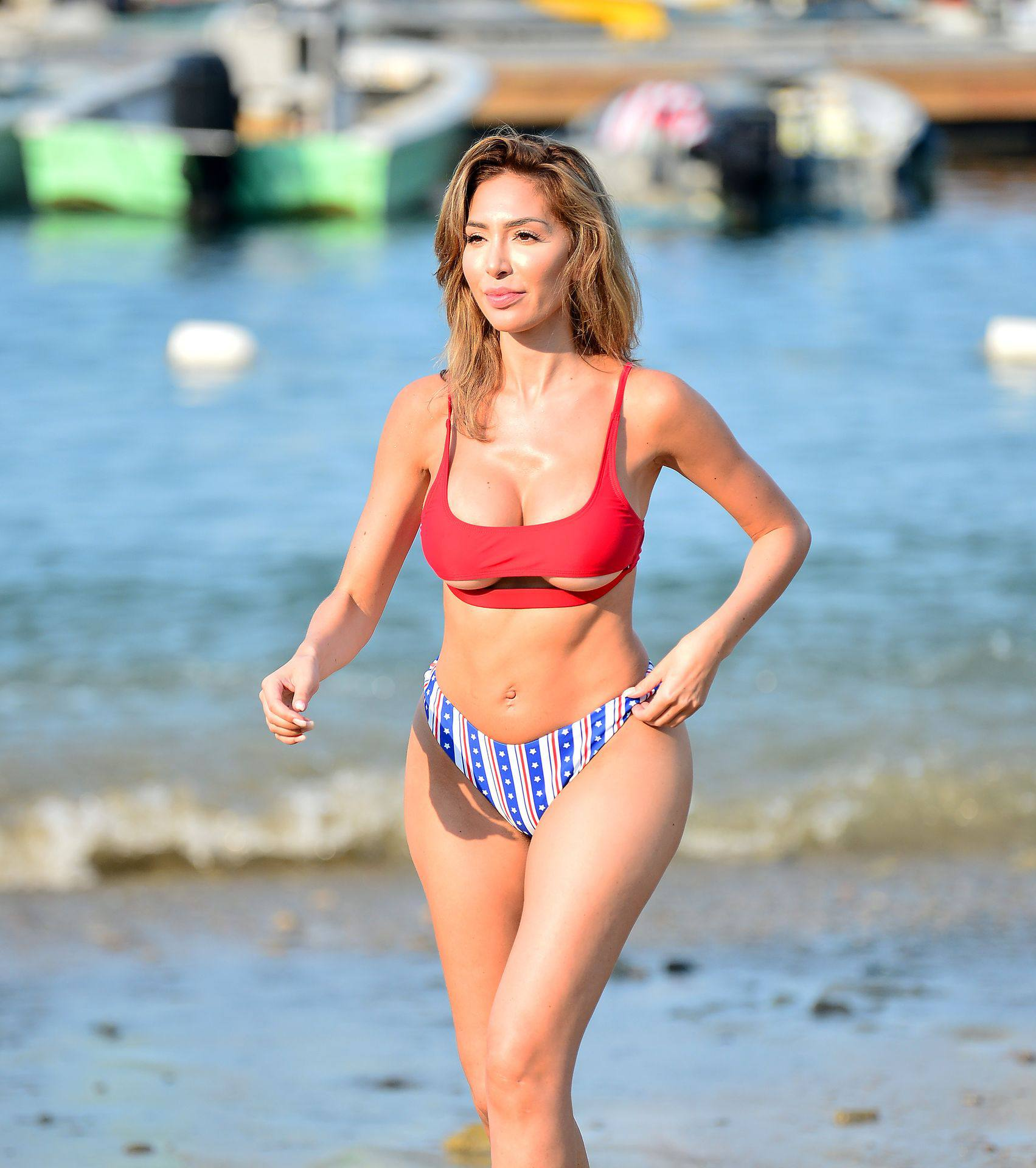 Farrah Abraham - Sexy Big Ass and Boobs in Bikini in Catalina Island
