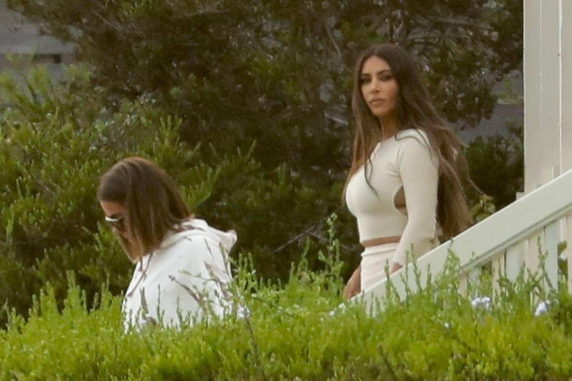 Kim Kardashian - Sexy Big Ass at the Beach on KUWTK Set in Malibu