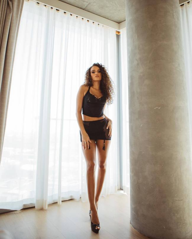 Madison Pettis - Beautiful Legs in Sexy Lingerie Photoshoot for Savage x Fenti