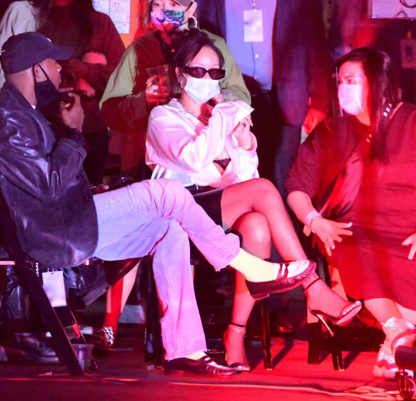 Rihanna Sexy In Bra