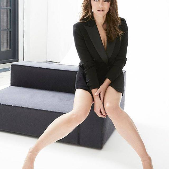 Elizabeth Hurley Sexy Legs