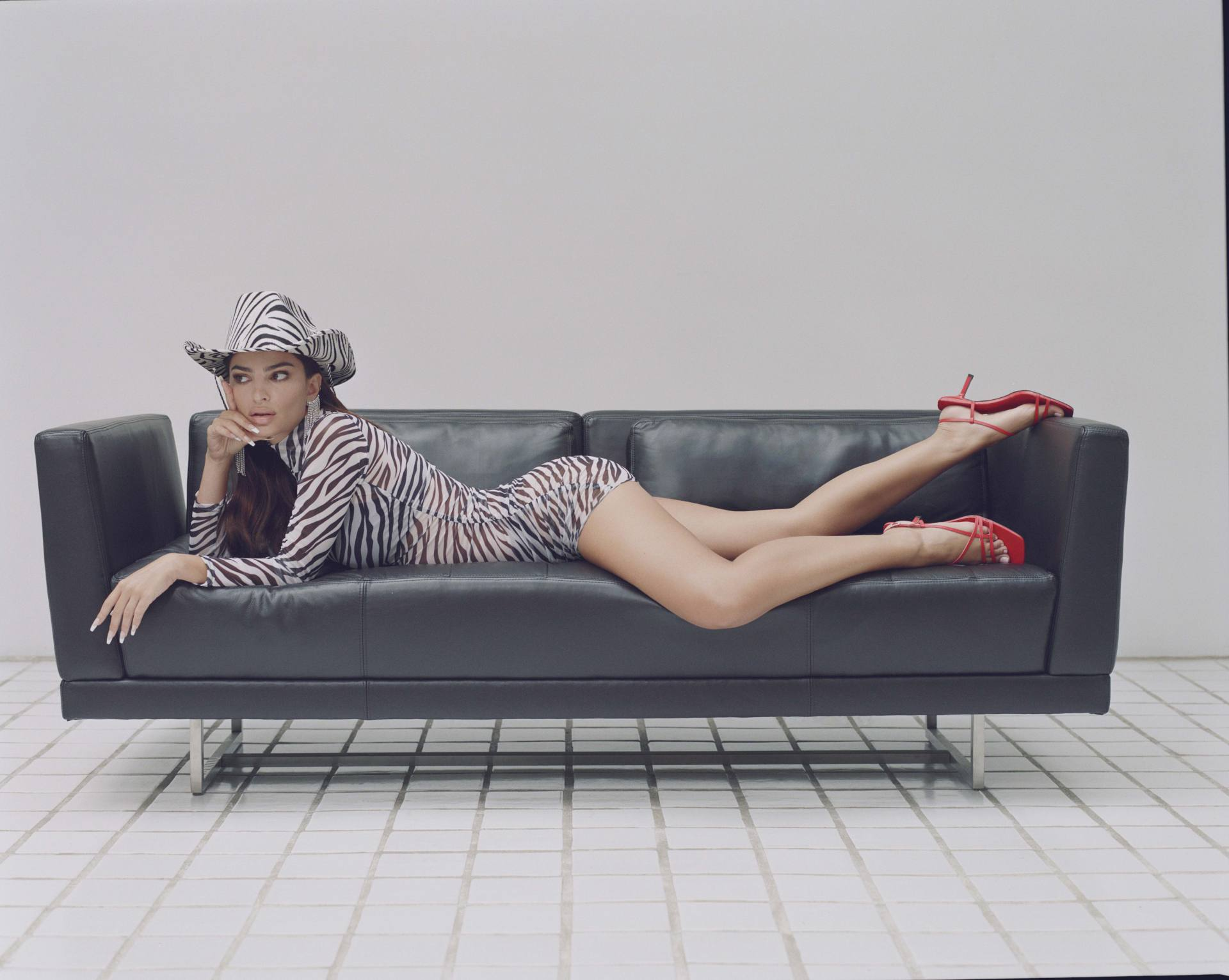 Emily Ratajkowski Sexy Photoshoot