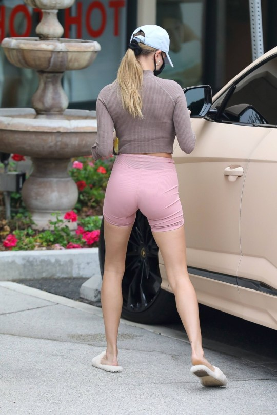 Hailey Bieber Hot Camel Toe