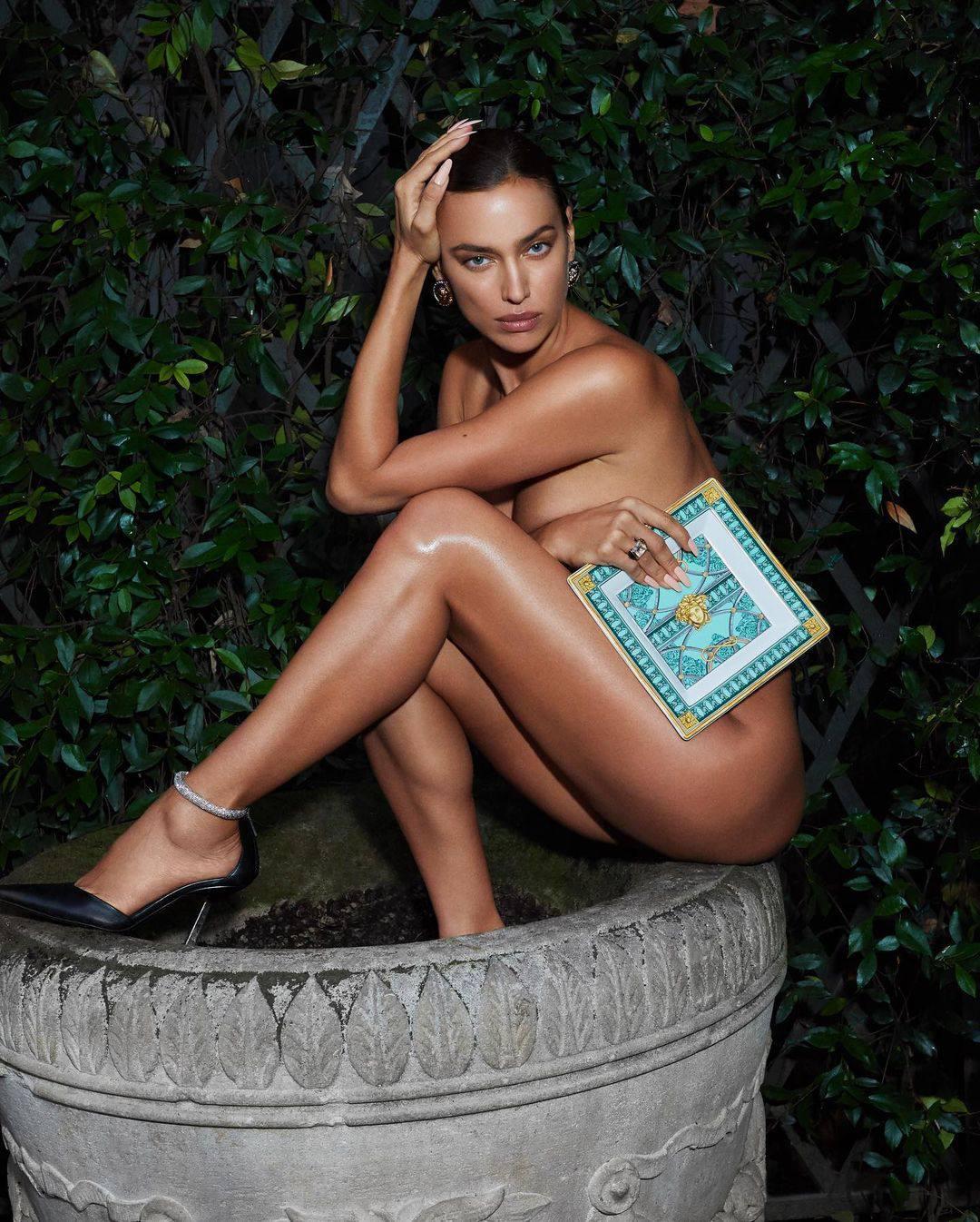 Irina Shayk Sexy Vogue Pics