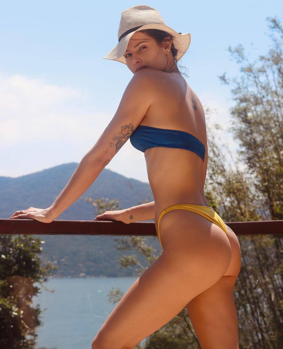 Isabeli Fontana Perfect Ass In Bikini