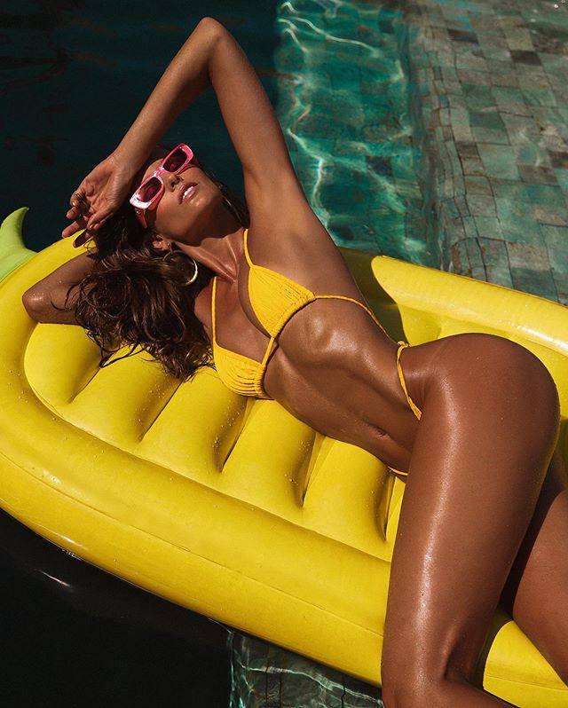 Izabel Goulart In Tiny Bikini