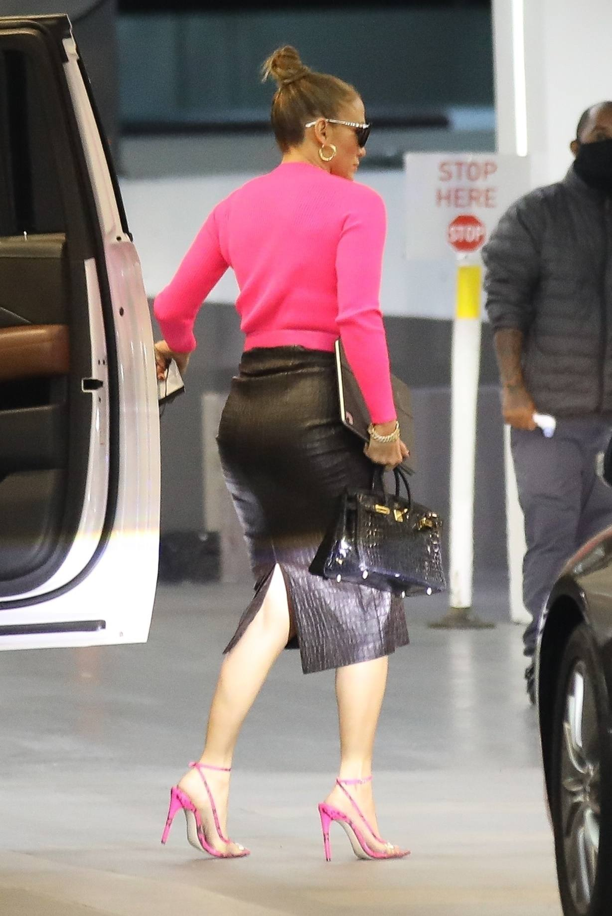 Jennifer Lopez Sexy In Skirt