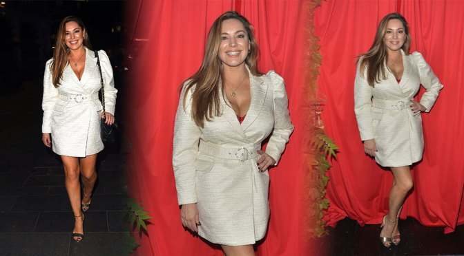 Kelly Brook – Sexy Big Cleavage at a Cabaret Show at Proud Embankment in London