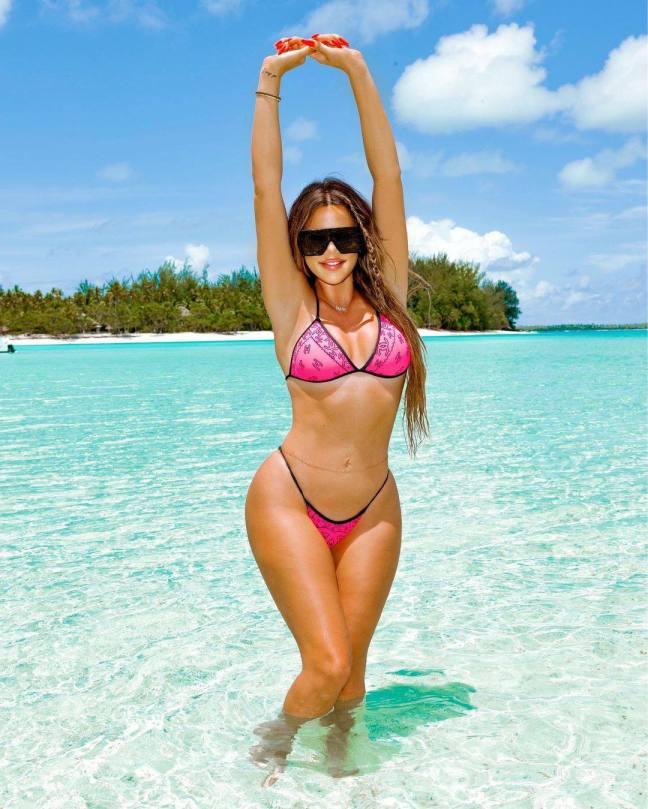 Khloe Kardashian Sexy In Bikini