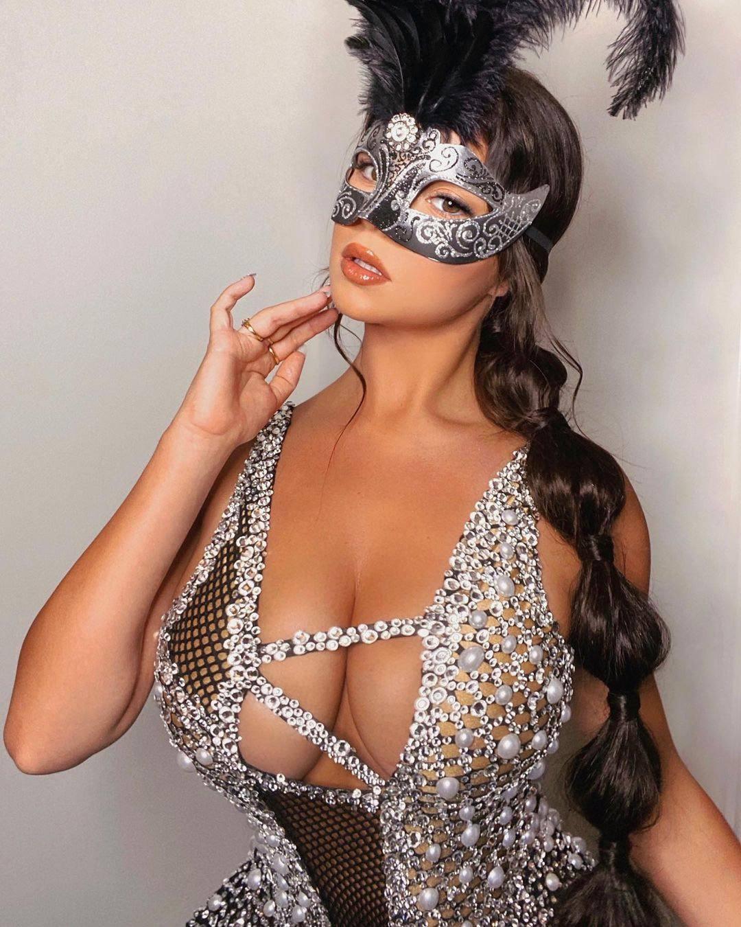 Demi Rose Mawby Huge Sexy Tits