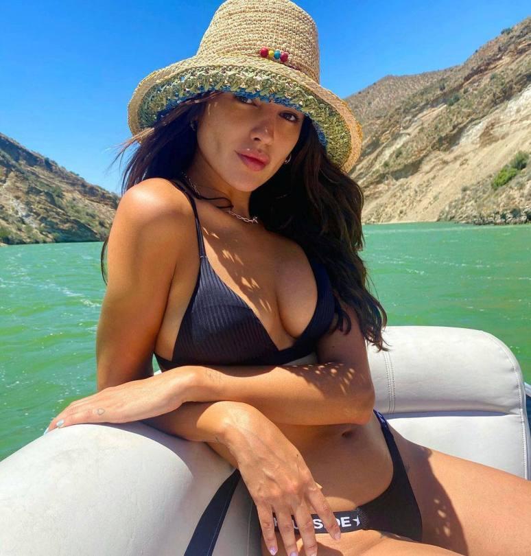Eiza Gonzalez Beautiful Boobs In Bikini