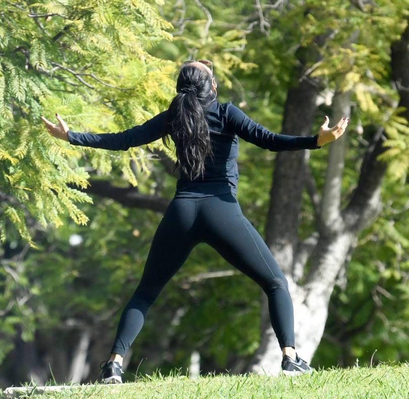 Nicole Scherzinger Sexy Yoga