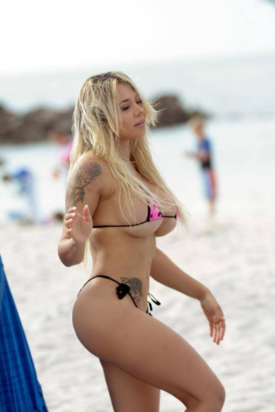 Bella Bunnie Amor In Tiny Bikini