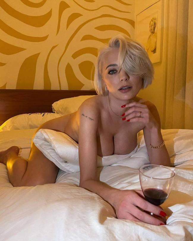 Caroline Vreeland Fantastic Boobs