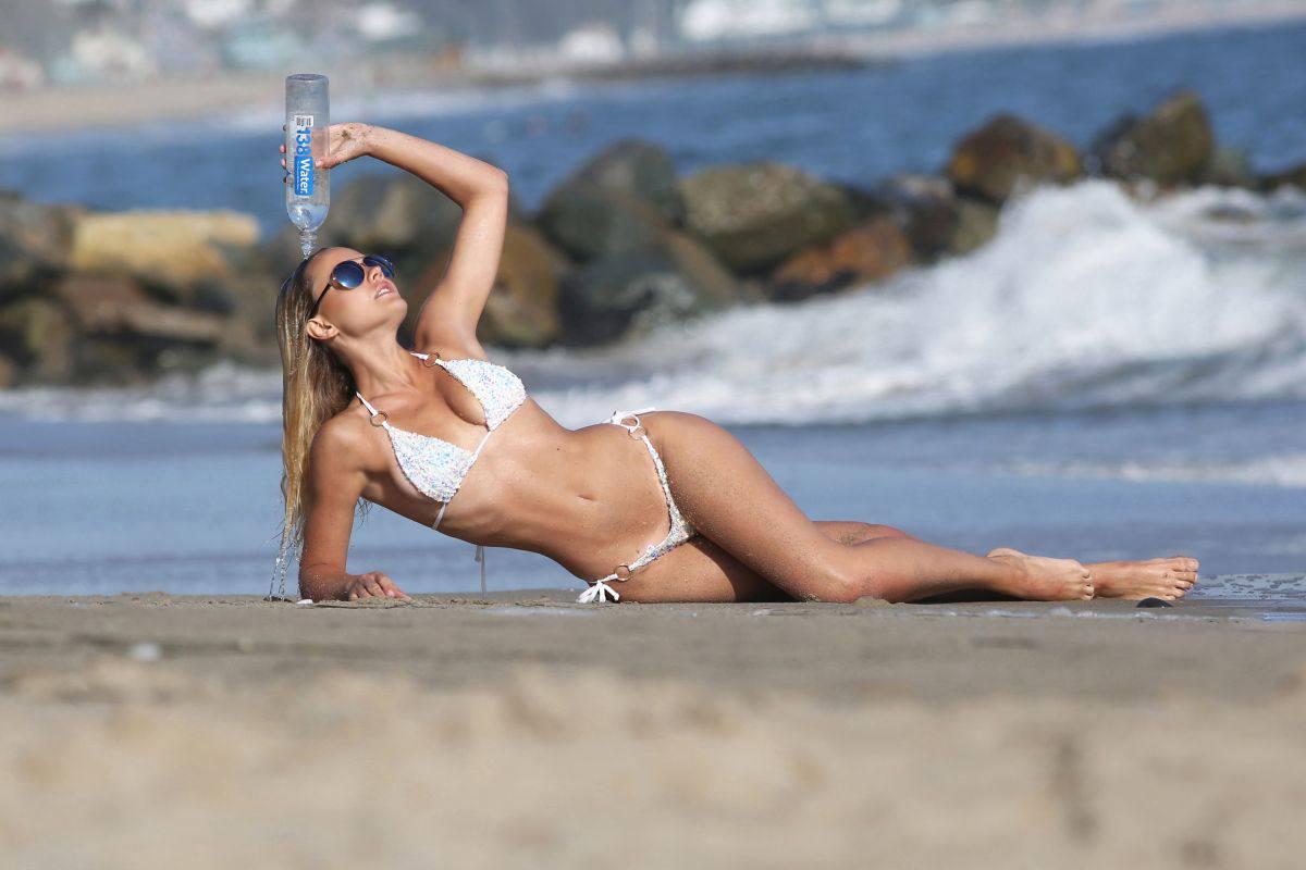 Dasha Inyutkinam In Sexy Bikini