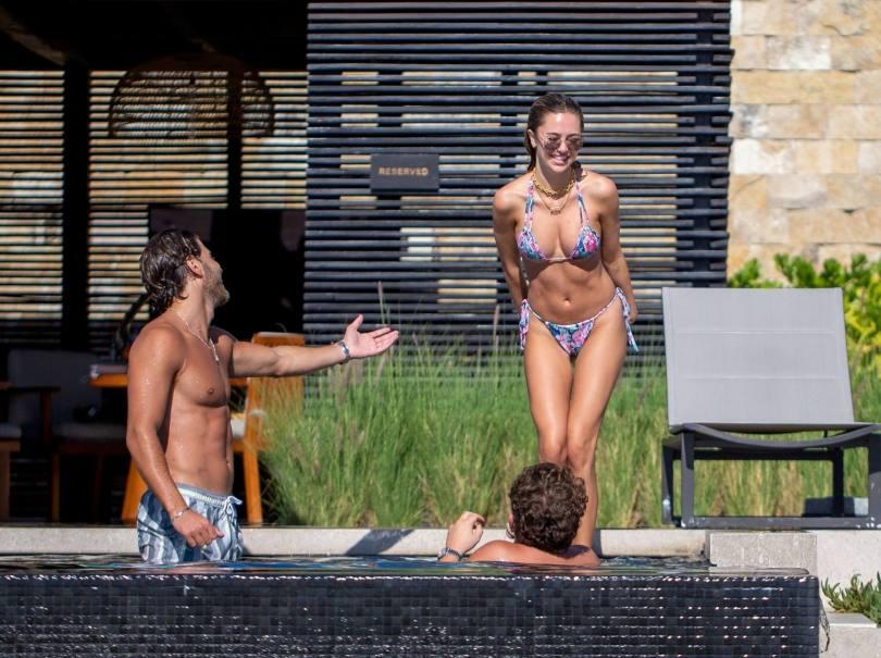 Delilah Belle Hamlin Hot Body In Bikini