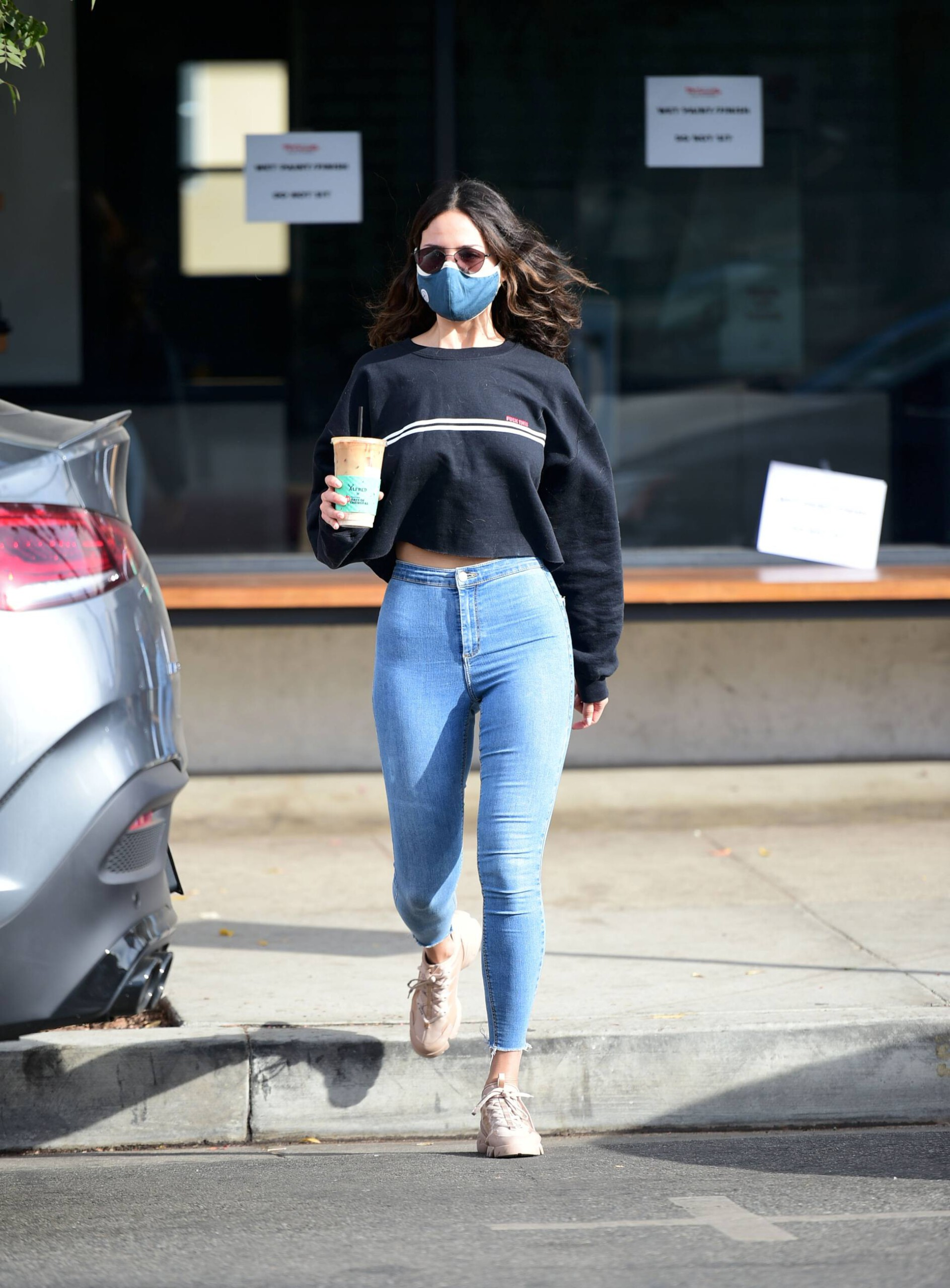 Eiza Gonzalez In Tight Jeans