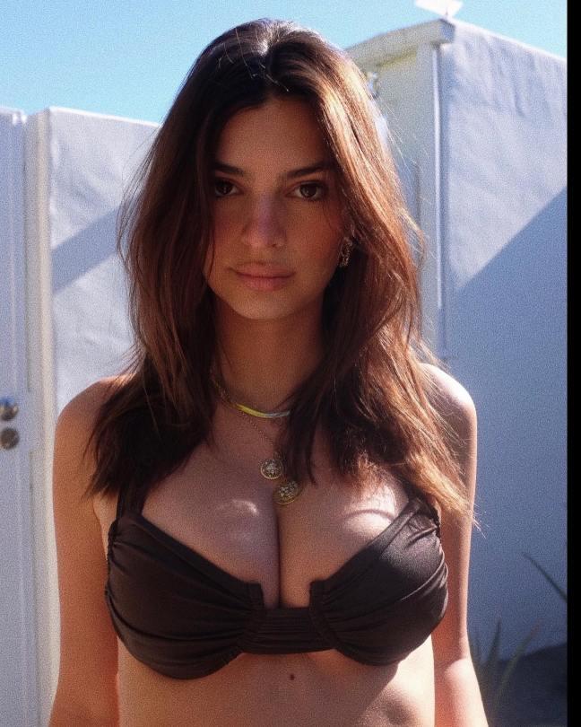Emily Ratajkowski Beautiful Big Boobs
