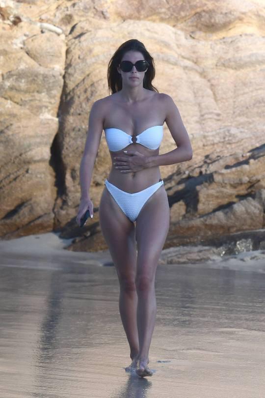 Iris Mittenaere Sexy In Bikini
