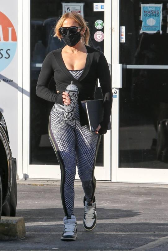 Jennifer Lopez Sexy In Leggings