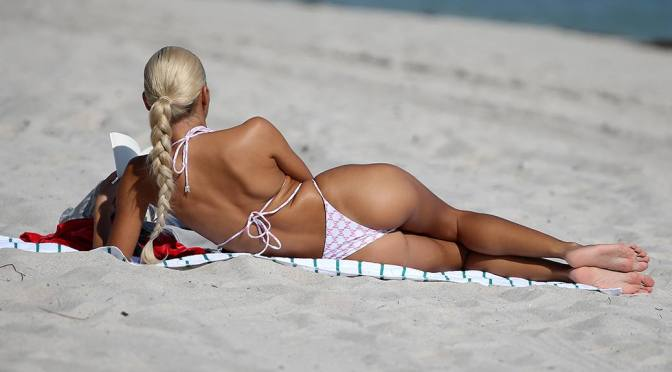 Pia Mia Perez – Perfect Body in a Tiny Bikini on the beach in Miami