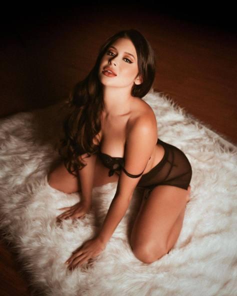 Renee Olstead Boobs In Lingerie