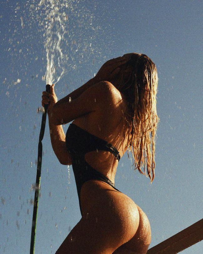 Alexis Ren Perfect Ass
