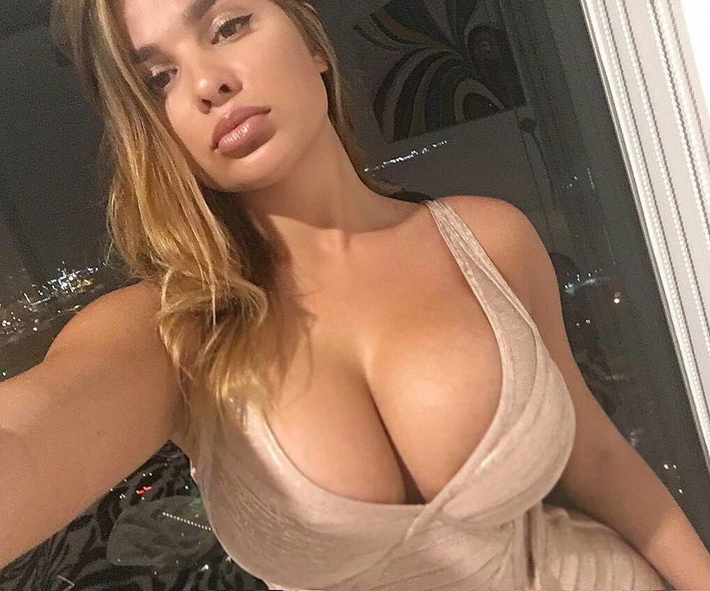 Anastasia Kvitko Sexy Curves