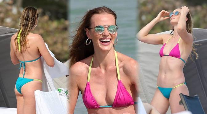 Anne Vyalitsyna – Sexy Body in Small Bikini on the Beach in Miami
