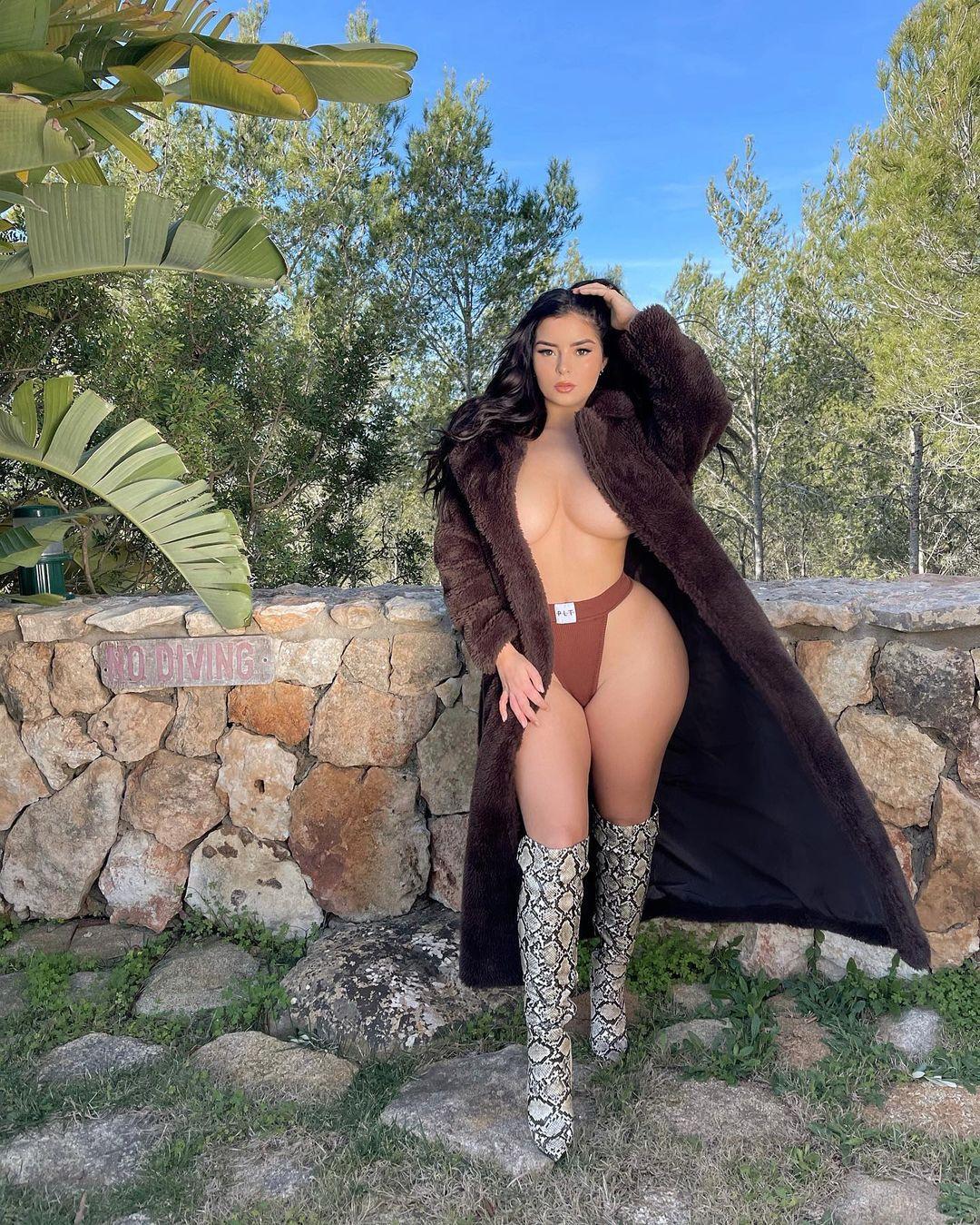 Demi Rose Mawby Topless Boobs