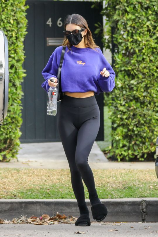 Kendall Jenner Sexy In Leggings