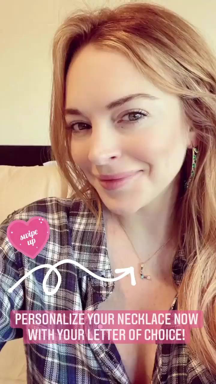 Lindsay Lohan Beautiful Selfie