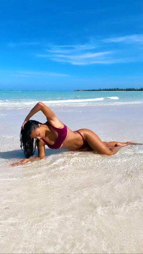 Nicole Scherzinger Beautiful On Beach