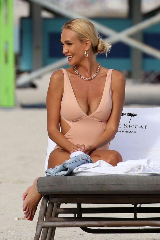 Victoria Lopyreva Sexy In Swimsuit