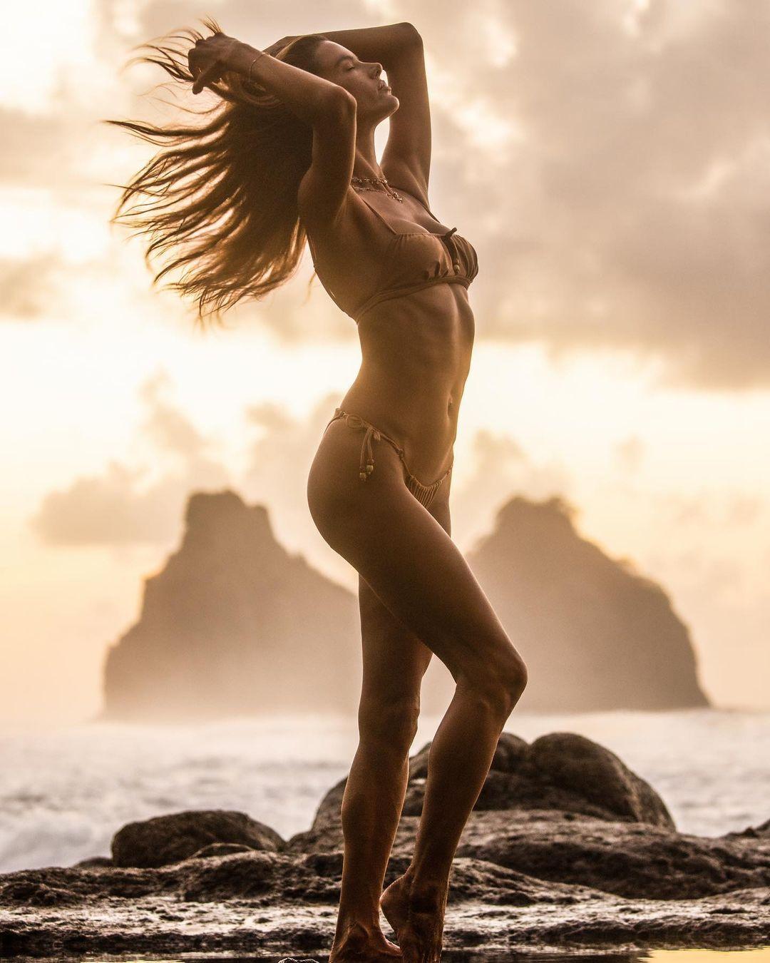Alessandra Ambrosio Beautiful In Bikini