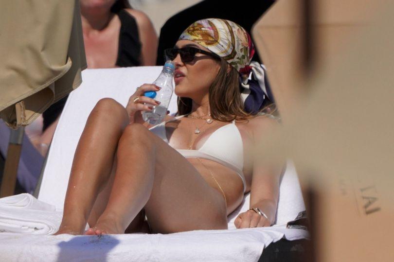 Amelia Gray Hamlin Fantastic Boobs In Bikini