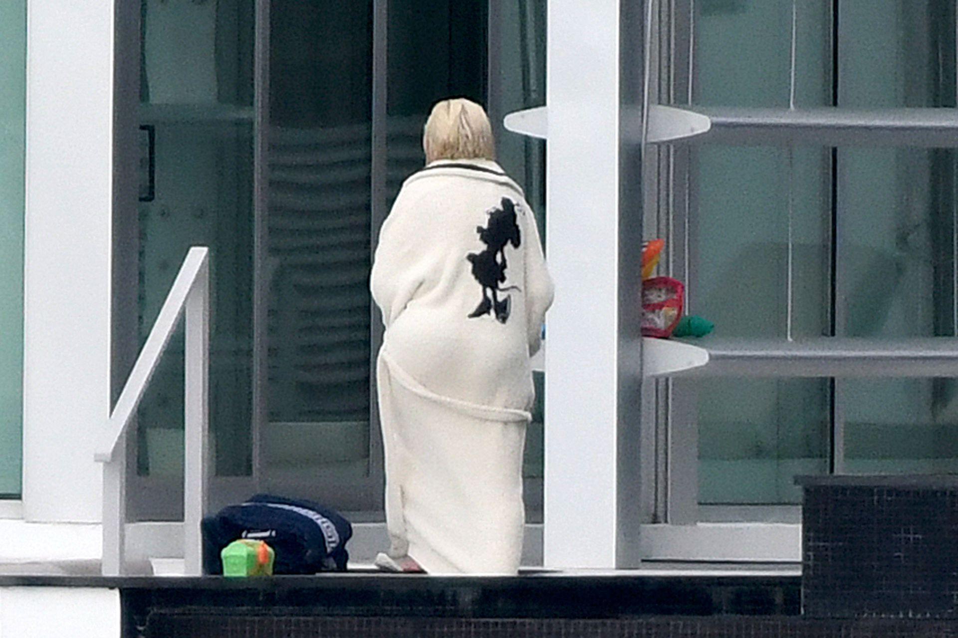 Christina Aguilera Boobs In Swimsuit