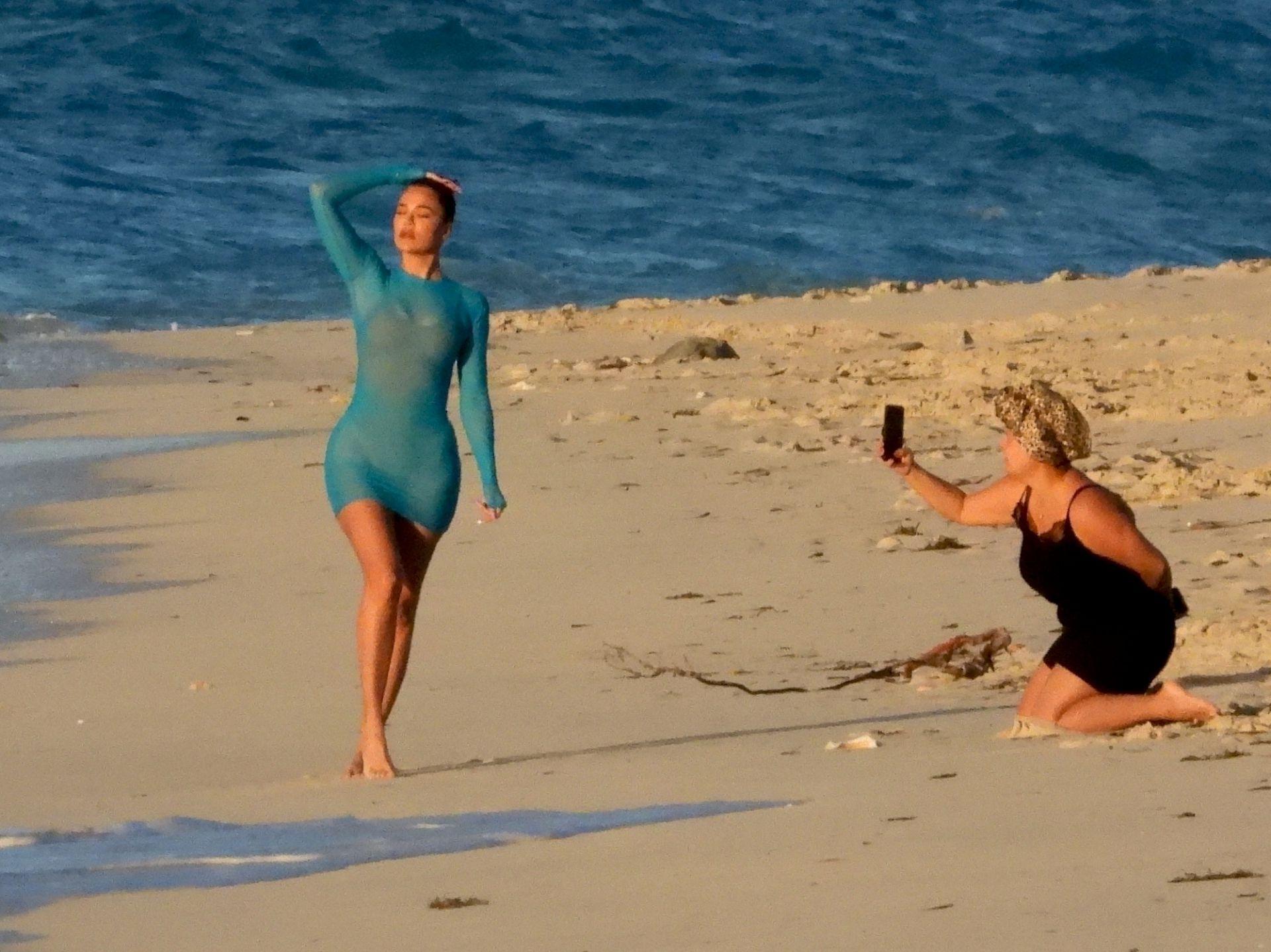 Khloe Kardashian Big Ass On Beach