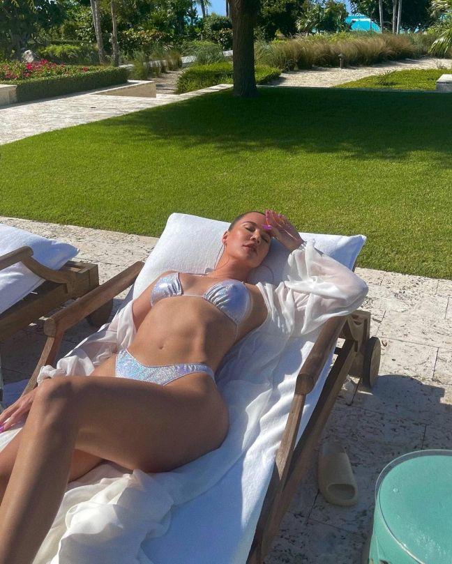 Kourtney Kardashian Hot Body In Silver Bikini