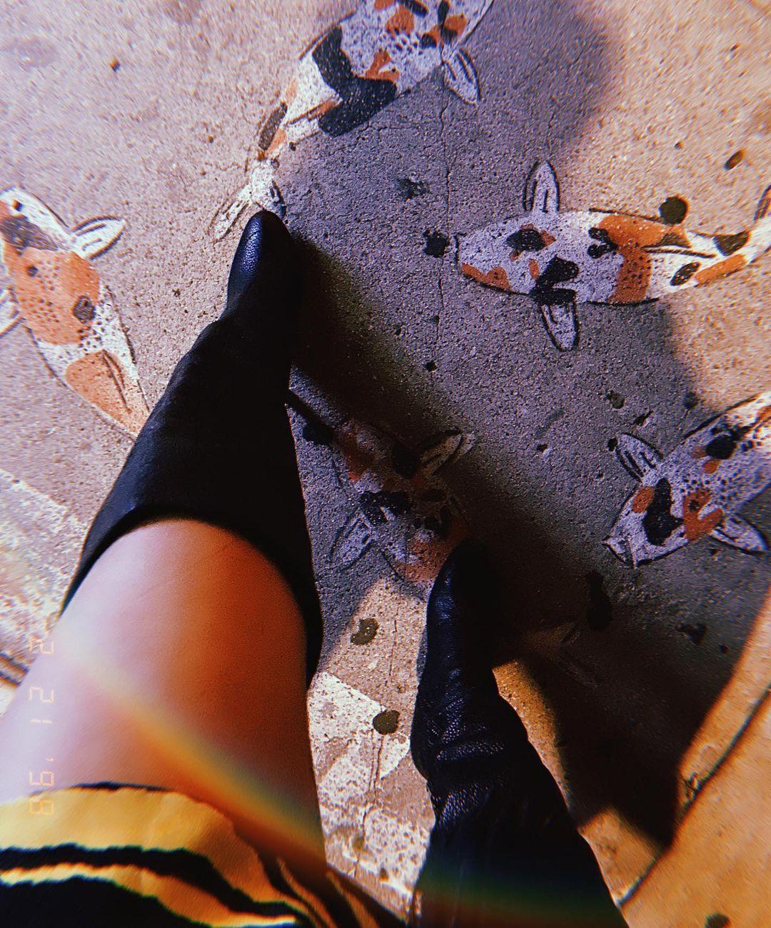 Victoria Justice Sexy Legs