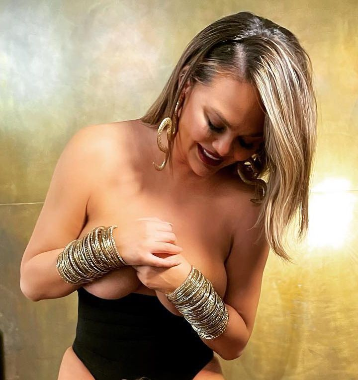 Chrisy Teigen Topless Boobs