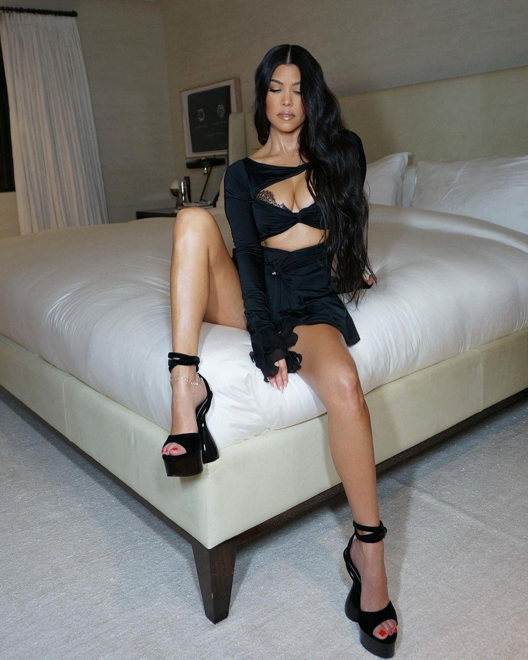 Kourtney Kardashian Boobs And Legs