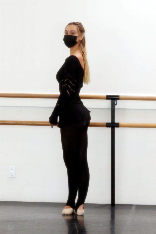 Alexis Ren Sexy Body