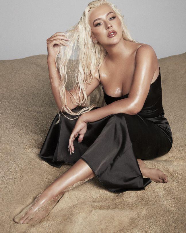 Christina Aguilera Sexy Pics